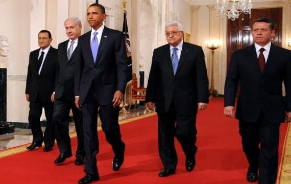 Barack Obama à la maison blanche avec (de gauche à droite) Hosni Moubarak, Benjamin Netanyahu, Mahmoud Abbas et le roi Abullah II de Jordanie (T.SLOAN/AFP)