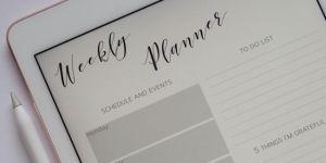 Een lege weekplanning op een tablet