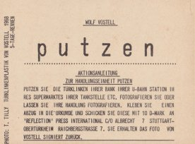 "Aktion ""putzen"" von Wolf Vostell , 4-teilige reflection press-Karte, Sammlung Decker"
