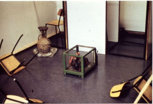 r raum wie reflection. Teilansicht des Environments im Jugendhaus Zuffenhausen 1968,