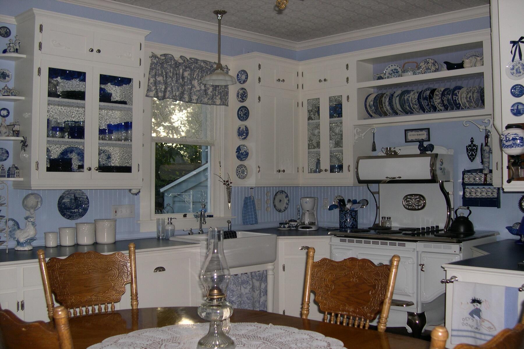 1000 images about victorian farmhouse mini on pinterest victorian dollhouse victorian on kitchen interior farmhouse id=87619