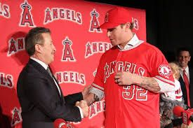 Angels Owner Arte Moreno giving a small fortune to Josh Hamilton (Photo: SB Nation)