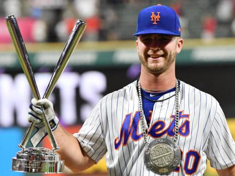 Pete Alonso Touches Fame (Photo: cbssports.com)