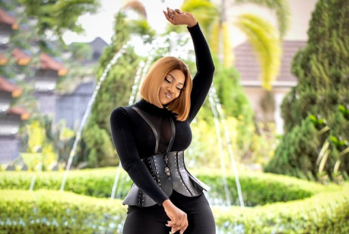 Is Tacha showing love to her 'suitor' in this video?