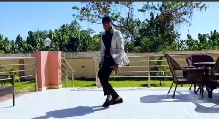 #JowoVideo: BBNaija Praise Performs Dance Cover [Video]