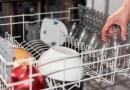 Mókás: két évig kézzel mosogatott, mert nem vette észre, hogy van egy beépített mosogatógépe