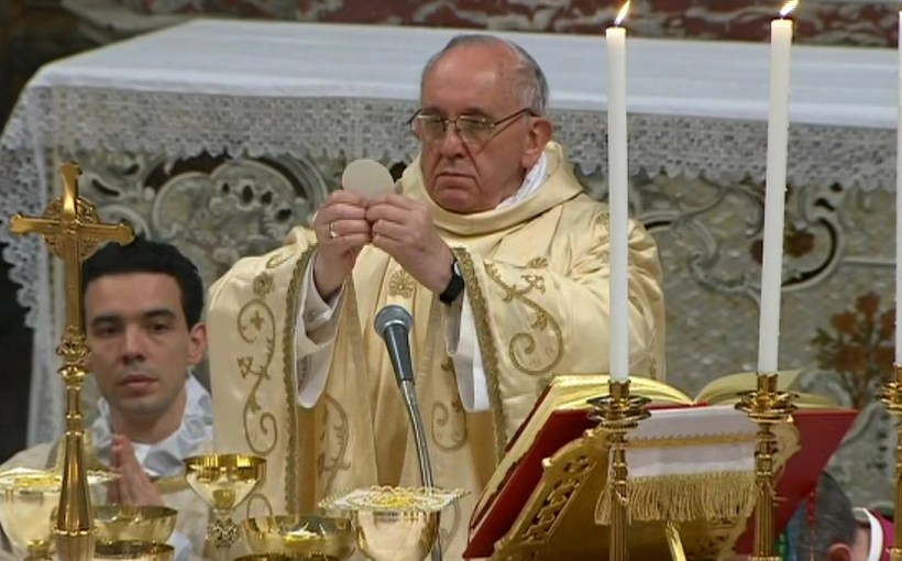 pope francis conducting mass