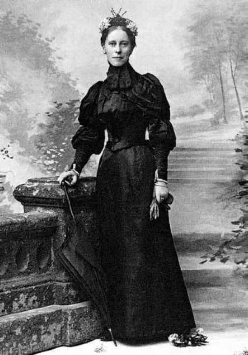 Mary Kingsley's formal Victorian portrait