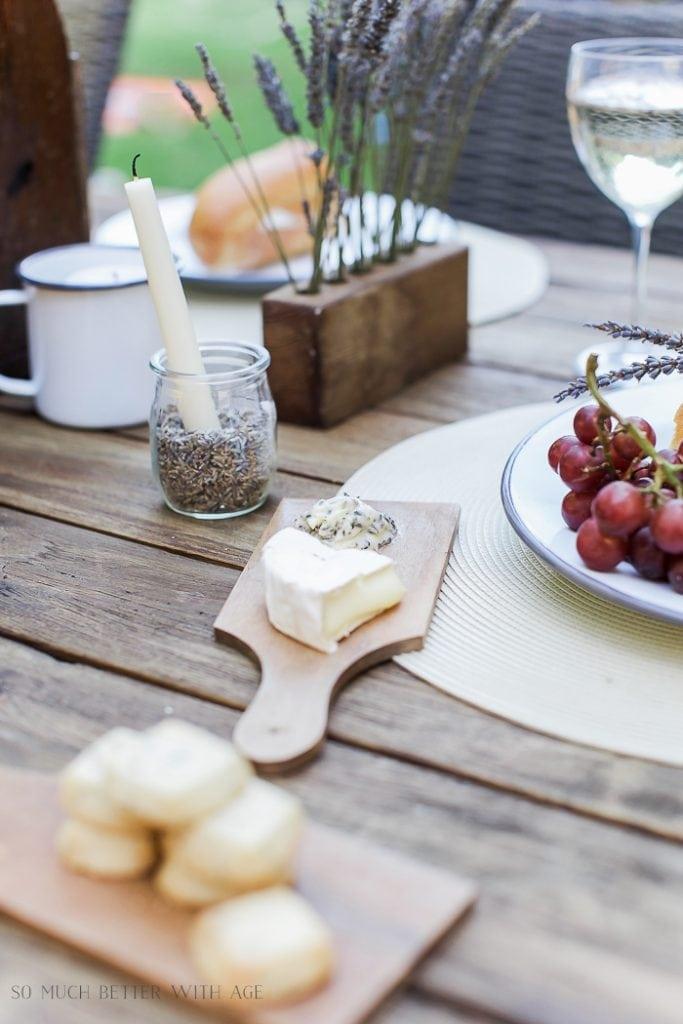 lavender-table-setting-al-fresco-baguette-117
