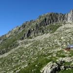 refuge Les Estagnous dans les roches
