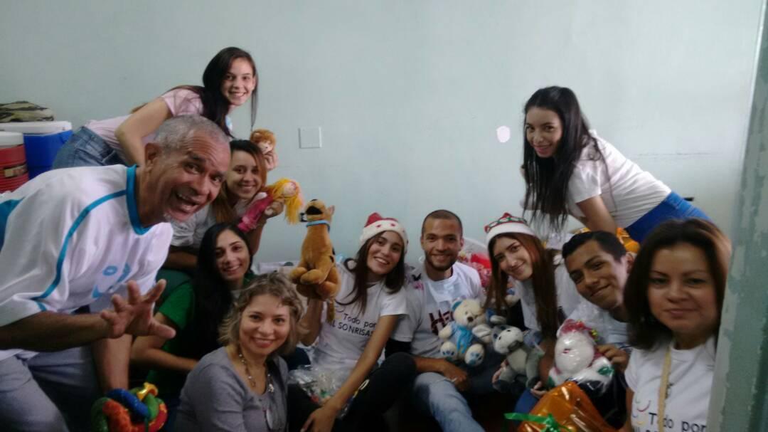 """El Hospital Clínico Universitario, se contagió de Alegría Gracias a la ONG """"Regala Una Sonrisa"""" y a la Fundación Todo X 1000 Sonrisas."""