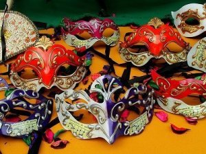 Guide Regali per Ragazzi  FOTO-MASCHERA-CARNEVALE Fai-da-te una splendida maschera di Carnevale in cartapesta