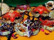 Fai-da-te una splendida maschera di Carnevale in cartapesta