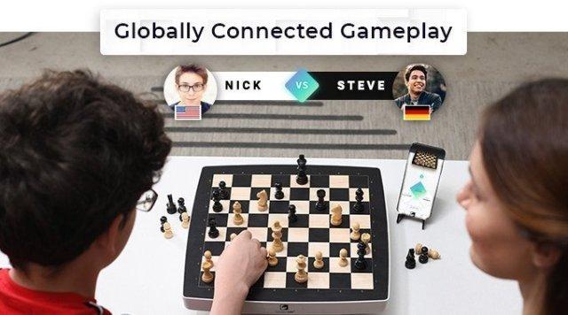 Gadget Oggetti Fantastici Regali per Donna Regali per Ragazzi Regali per uomo  connetted_chess Square Off NEO: L'esclusiva  scacchiera che gioca con te