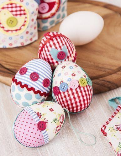 Un original regalo de patchwork, huevos colgantes