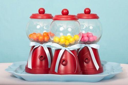 Unos caramelos dentro y decoración de fiesta instantanea