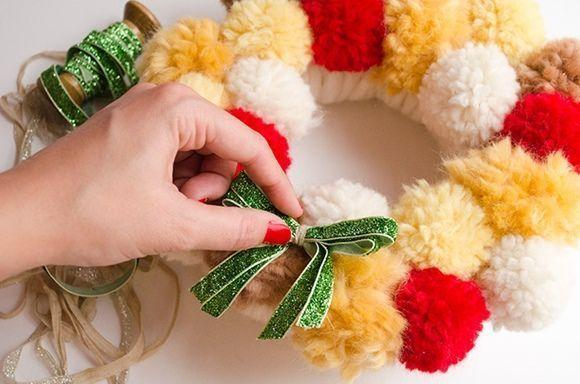 Coronas de adviento DIY con pompones de lana 8