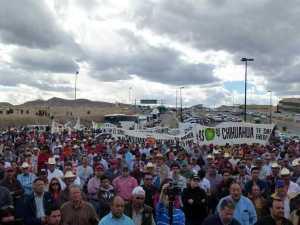 El día de ayer en Chihuahua, más de 3 mil productores marcharon a la SAGARPA en la capital del estado, en exigencia de una solución. FOTO: O. Domínguez.