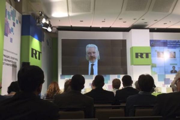 """El Estado Islámico dejará de ser un """"cuasi-Estado"""" en medio año: Assange"""