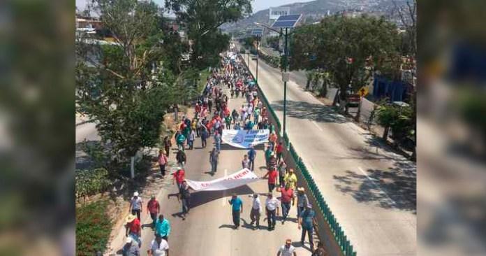 Desalojan a transportistas de Autopista del Sol en Guerrero, 73 detenidos