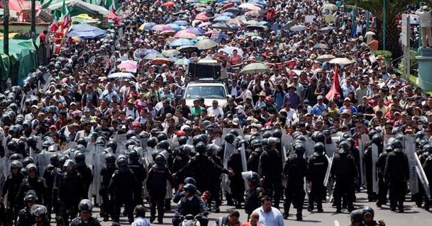 cnte represión plaza santo domingo ciudad de mexico