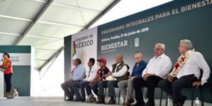 """0820 ATLIXCO2 300x150 - Financiamientos ilegales a campañas: """"Acabó la repartidera"""": AMLO"""