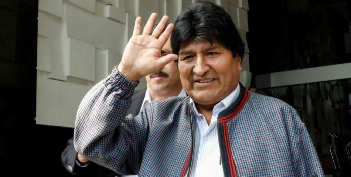 Evo Morales viaja a Argentina, agradece generosidad a México
