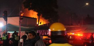 Sofocan incendio en el mercado de San Cosme, 350 locales afectados