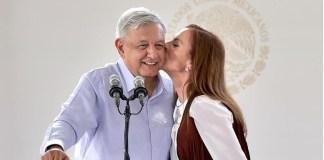 AMLO beso con Beatriz