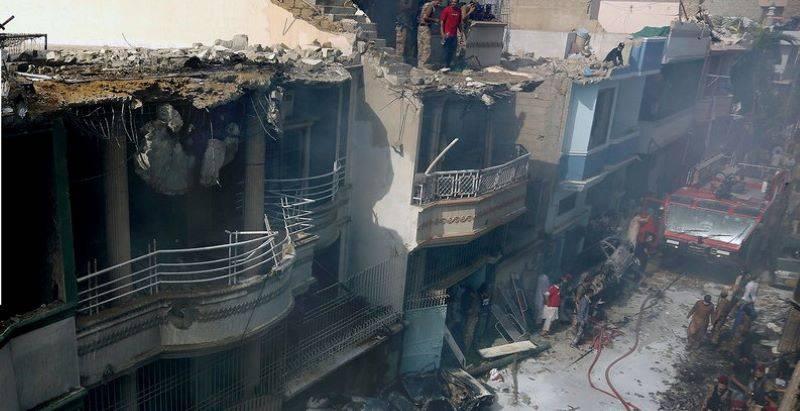 Pakistan - Se estrella avión con 107 personas a bordo en Pakistán