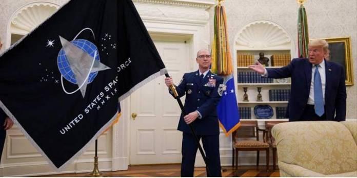 Trump abre militarización espacial, anuncia 'super duper misil'