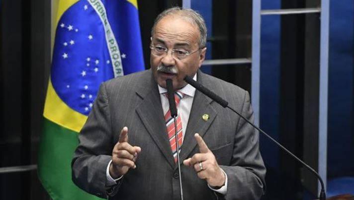 Incautan dinero de nalgas de poderoso senador bolsonarista — Brasil