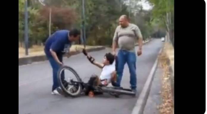 funcionario Semovi agresion  - Funcionario de la Semovi agrede a ciclista, será dado de baja