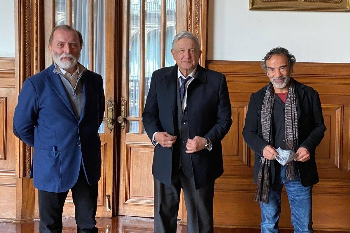Desayuna AMLO con Damián Alcázar y Epigmenio Ibarra