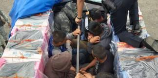 Rescatan a 12 migrantes guatemaltecos transportados en camioneta en Veracruz