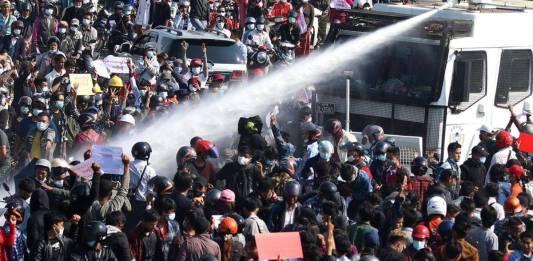 Más de 18 muertos por represión militar en Myanmar