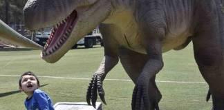 Brugada presenta parque temático de dinosaurios en Iztapalapa