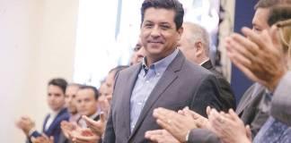 """Cabeza de Vaca acusa de """"embestida política"""" a Santiago Nieto"""