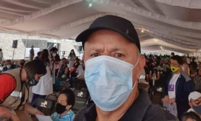 Ciro Gómez Leyva se vacuna contra la Covid-19