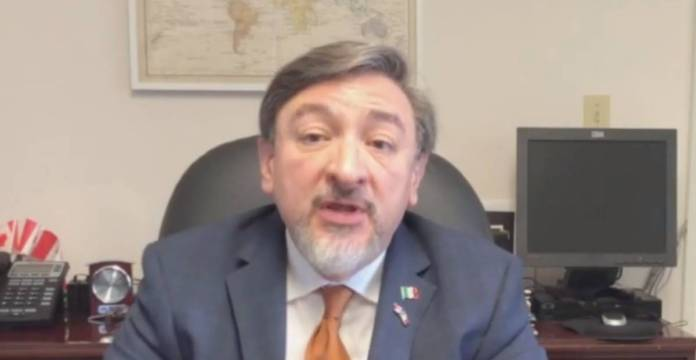 Cesan a cónsul de México en Canadá tras filtración de video sexual