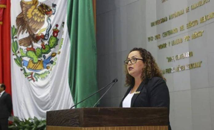 Morenista salva a Cabeza de Vaca; se abstiene de votar