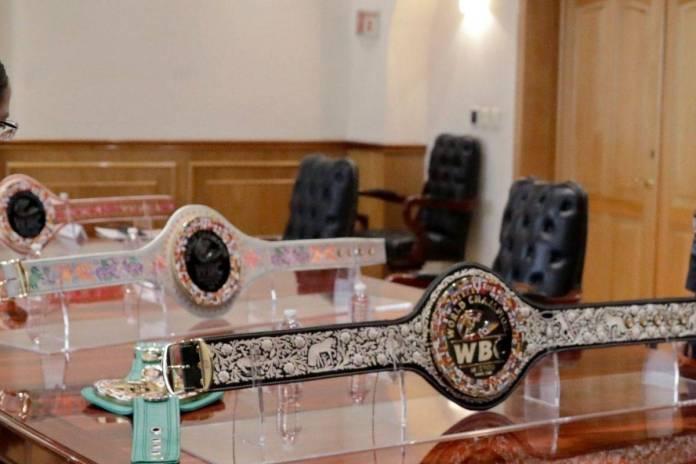Artesanos realizan Cinturón Mestizo para el ganador de la pelea entre Canelo vs Saunders