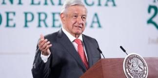 Se rehabilitarán viviendas para trabajadores de Pemex: AMLO