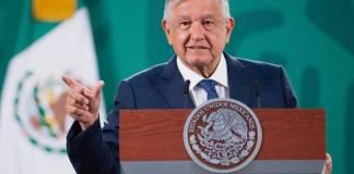 """AMLO exhibe, de nuevo, encuesta """"tendenciosa"""" de Reforma"""