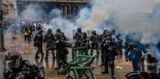 Amnistía Internacional pide a EU dejar de vender armas a Colombia pues se usan para reprimir
