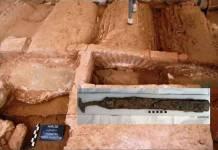 Descubren tumba de guerrero romano junto a una espada de hierro de mil 600 años