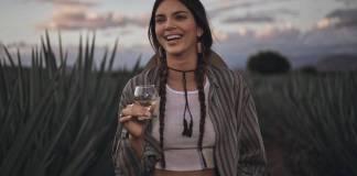 Kendall Jenner lanza marca de Tequila; en redes sociales la acusan de apropiarse de la cultura Mexicana