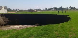 Se abre socavón en campos de cultivos de Santa María Zacatepec, Puebla