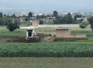 """Socavón en Puebla """"se traga"""" casa que se encontraba a un costado"""