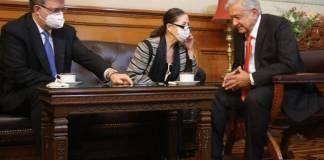 AMLO habla con Kamala Harris; consigue un millón de vacunas unidosis